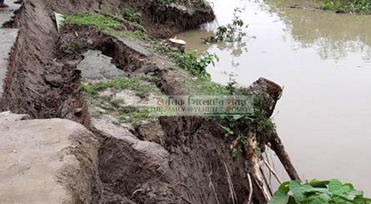 হাতিয়ায় নদীর পাড় ভেঙে মাটিচাপায় কিশোরের মৃত্যু