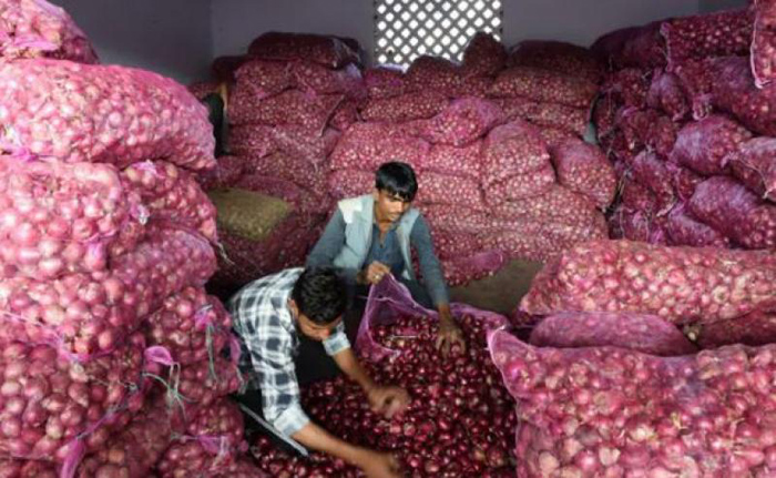 পেঁয়াজ রপ্তানি বন্ধের সিদ্ধান্তে ক্ষুব্ধ ভারতের কৃষক