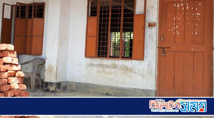 তাহিরপুরে সরকারি ভাবে ছুটি না দিলেও বিদ্যালয়ে তালা !