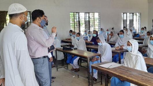 সারাদেশের ন্যায় কানাইঘাটে খুলেছে শিক্ষাপ্রতিষ্ঠান পরিদর্শনে নির্বাহী কর্মকর্তা সুমন্ত ব্যানার্জী
