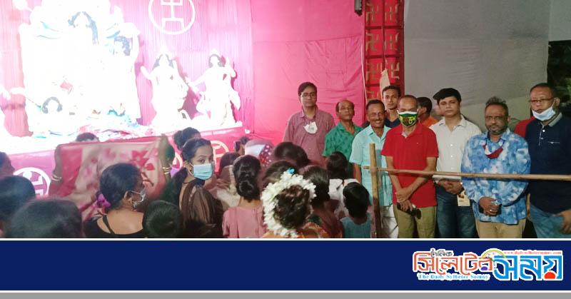 পূজায় মন্ডপ পরিদর্শনে জেলা প্রেসক্লাব নেতৃবৃন্দ